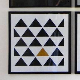 Réalisation pochoir triangles cadre