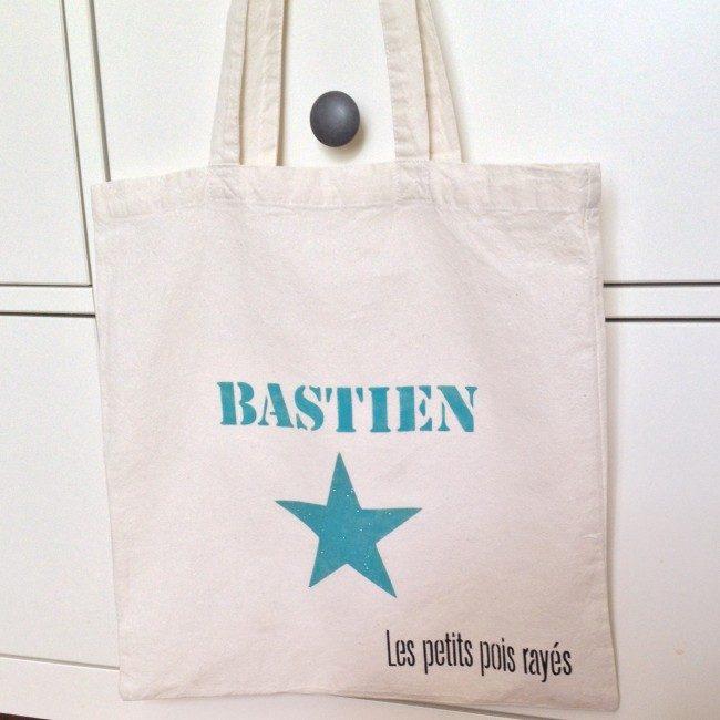 tote bag customisé avec un pochoir personnalisable prénom Bastien