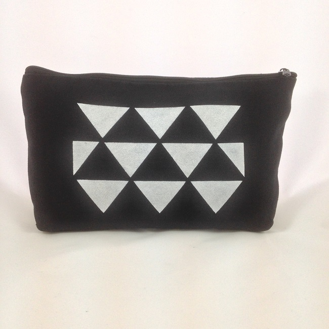 Pochette pochoir triangles