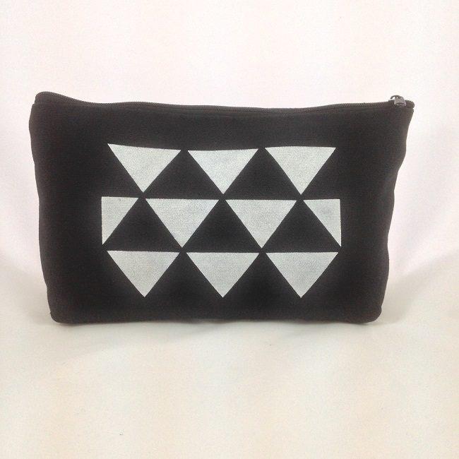Pochette pochoir triangles